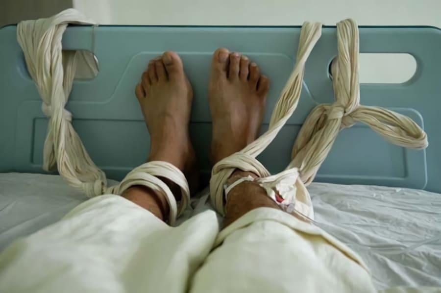Sambon har blivit tvångsintagen på sjukhus